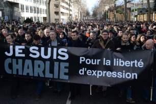 20140111_marchejesuischarlie_banderole_jleone_1200